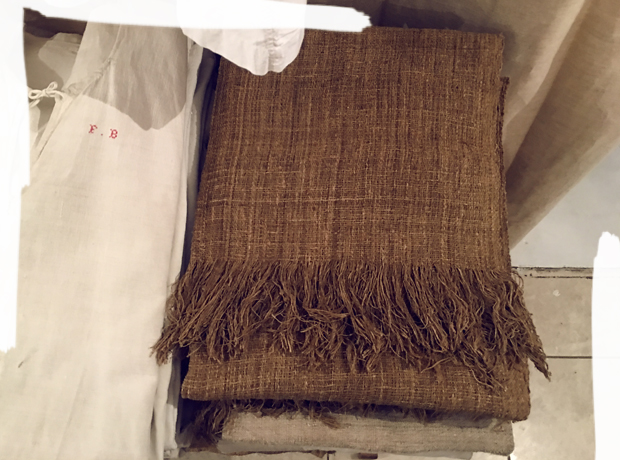 TURN-OF-THE-CENTURY ANTIQUE FRENCH LINEN / MEL, TOKYO.