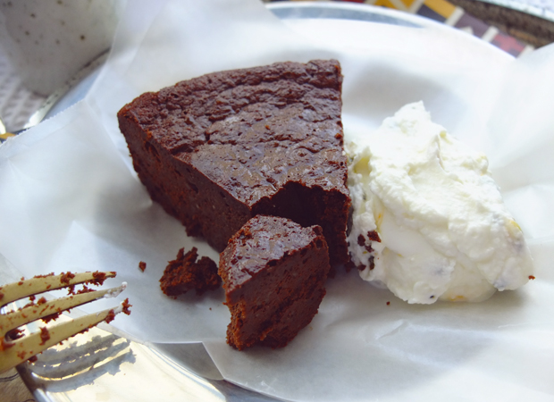 A CLASSIC FLOURLESS CHOCOLATE CAKE.