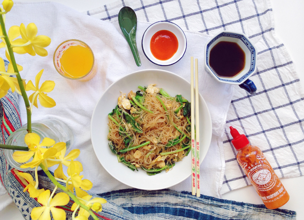 PAD WOONSEN (STIR FRIED GLASS NOODLES)