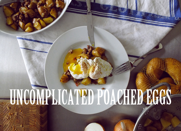 UNCOMPLICATED POACHED EGGS.
